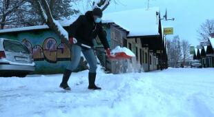 Silny wiatr, zamiecie śnieżne oraz siarczysty mróz