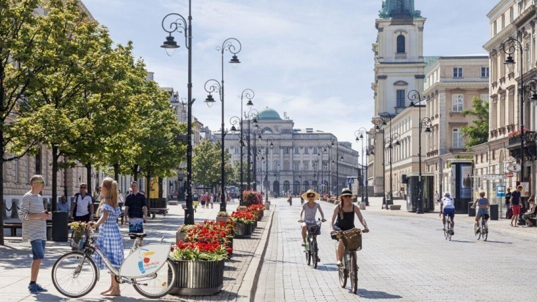 Krakowskie i Nowy Świat weekendowym deptakiem - Śródmieście
