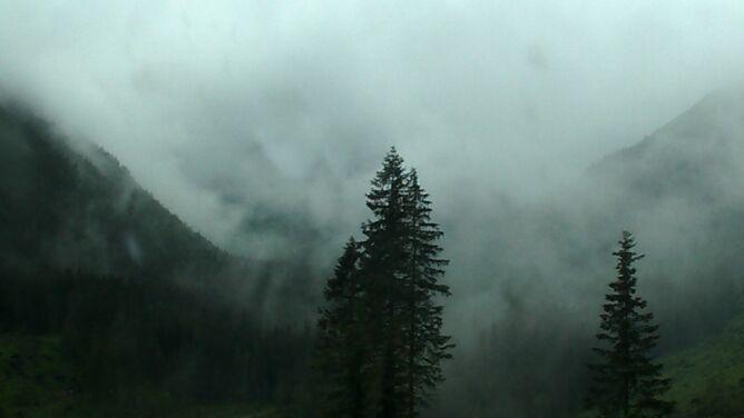 """Możliwe są burze w górach. """"Zawsze należy być przygotowanym na załamanie pogody"""""""