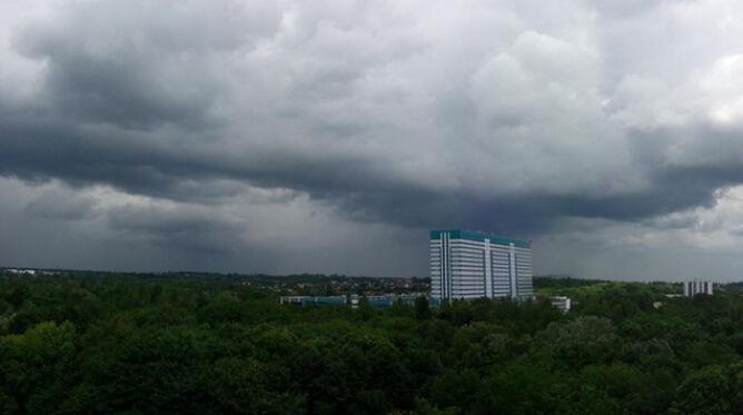 Prognoza pogody na dziś: burze z gradem i porywistym wiatrem. A żar? Nie odpuści
