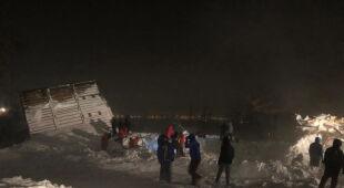 W pobliżu Norylska w Rosji zeszła lawina (PAP/EPA/EMERCOM OF RUSSIA PRESS SERVICE)